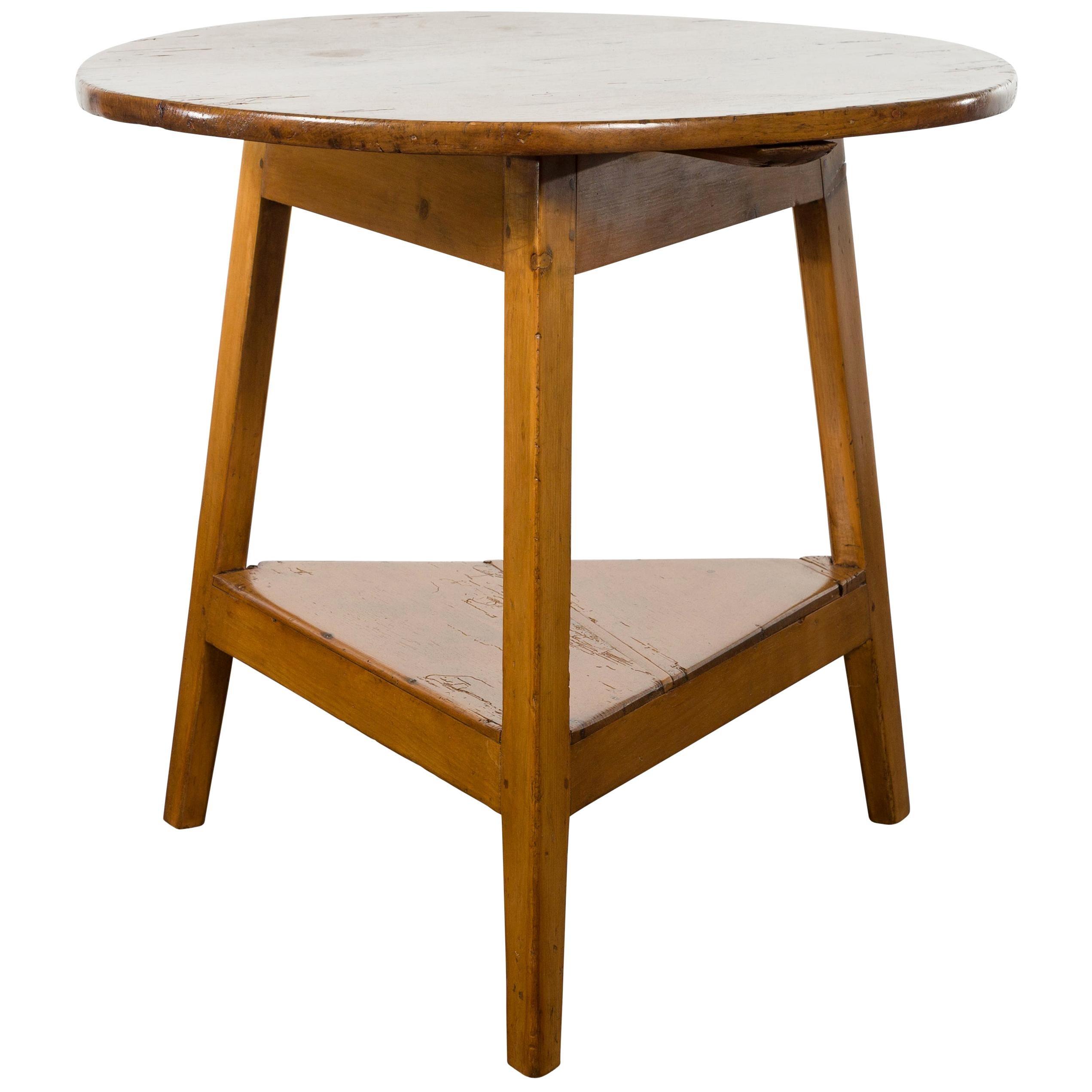 English 1870s Pine Cricket Table with Circular Top and Triangular Shelf