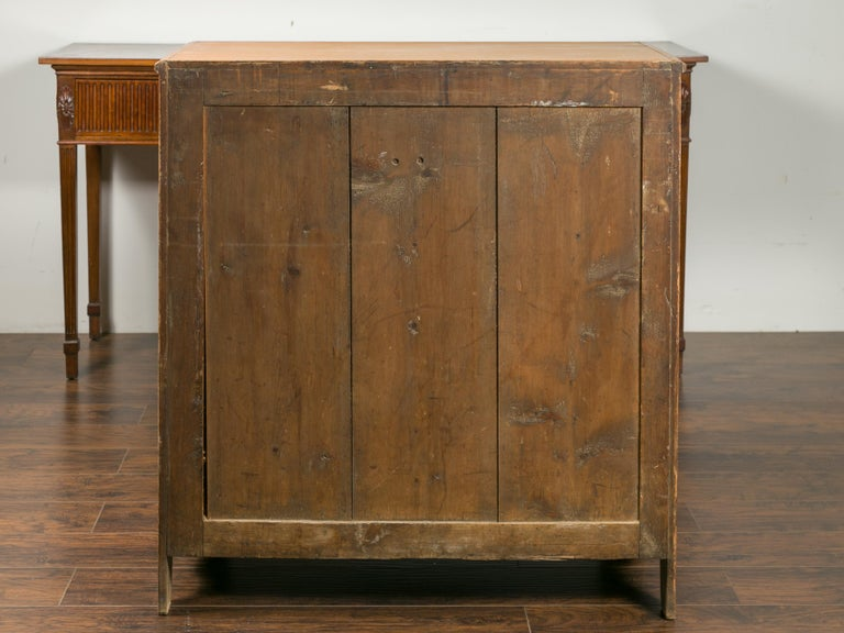 English 1870s Pine Five-Drawer Chest with Valanced Apron and Wooden Pulls For Sale 4