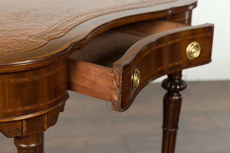 English 1880s Mahogany Kidney Table with Leather Top, Banding and Casters For Sale 8