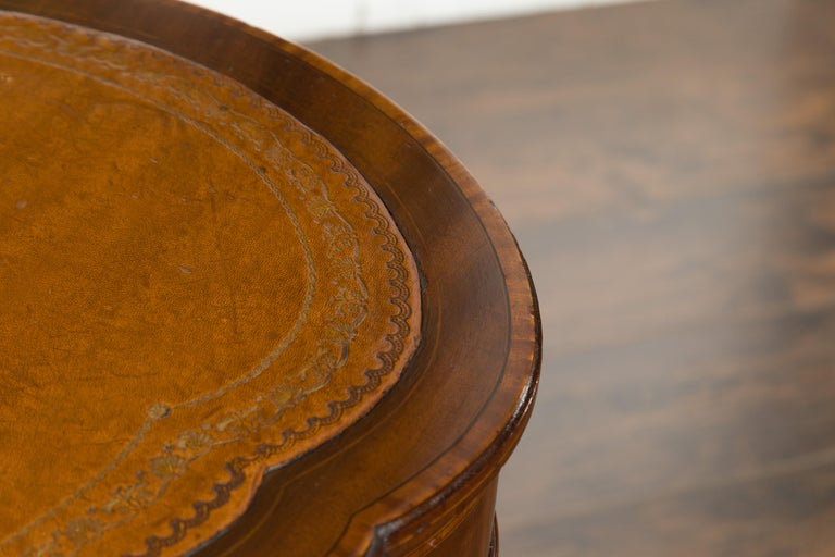 English 1880s Mahogany Kidney Table with Leather Top, Banding and Casters For Sale 9