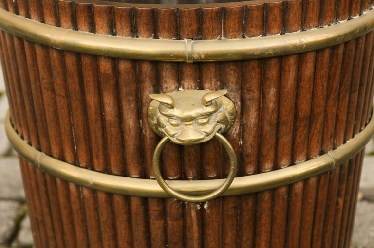 English 1880s Wood Bucket Planter with Reeded Motifs and Stylized Brass Bulls For Sale 6