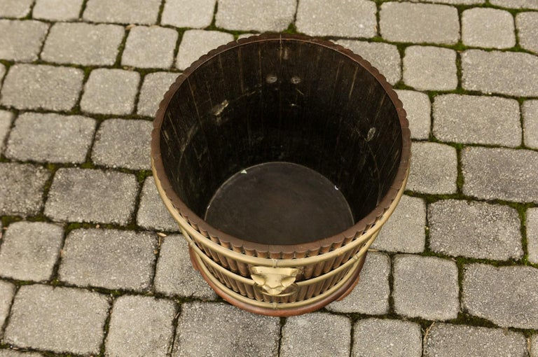 English 1880s Wood Bucket Planter with Reeded Motifs and Stylized Brass Bulls For Sale 7