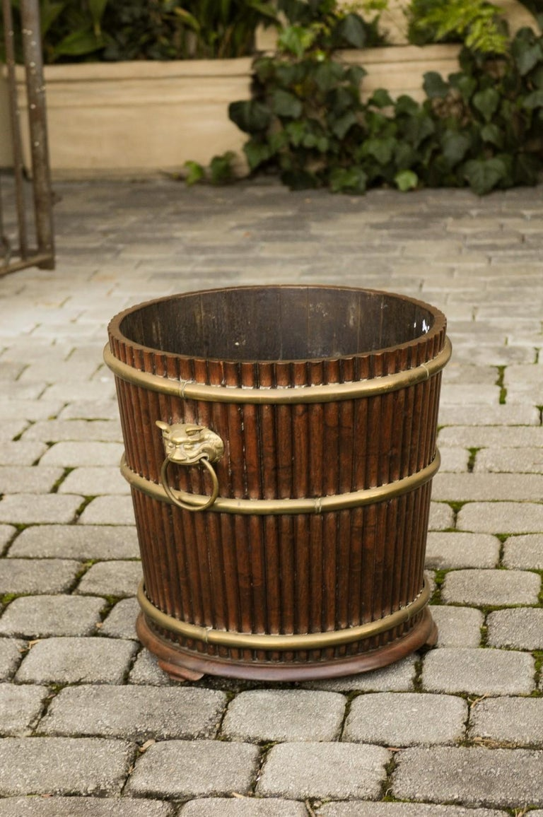 English 1880s Wood Bucket Planter with Reeded Motifs and Stylized Brass Bulls For Sale 2