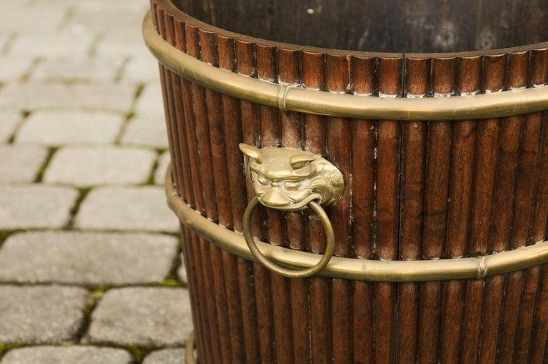 English 1880s Wood Bucket Planter with Reeded Motifs and Stylized Brass Bulls For Sale 3