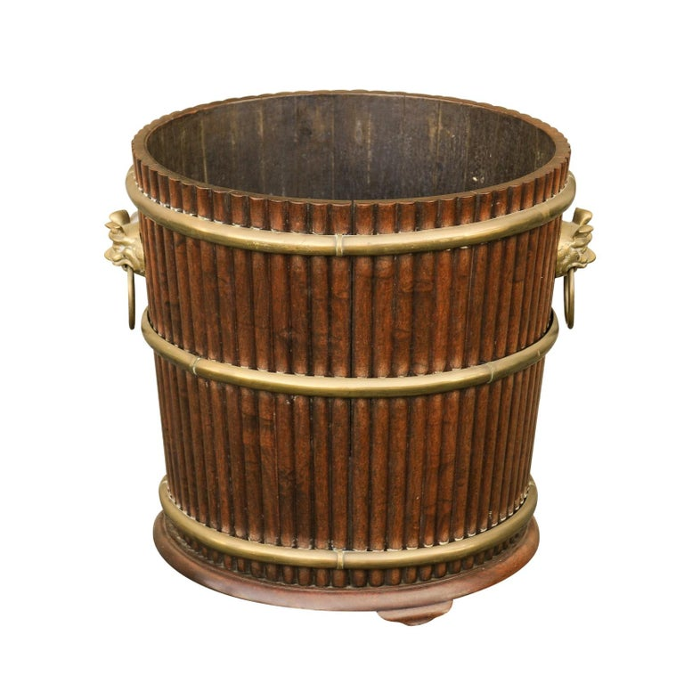 English 1880s Wood Bucket Planter with Reeded Motifs and Stylized Brass Bulls For Sale