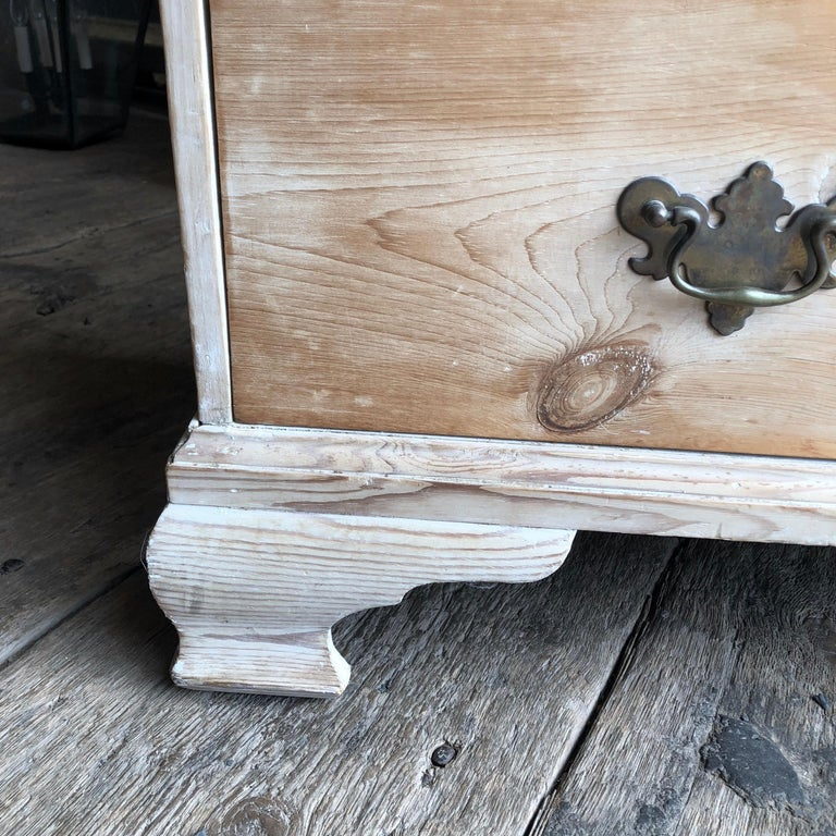 English 18th Century Bleached Pine Chest of Drawers For Sale 6