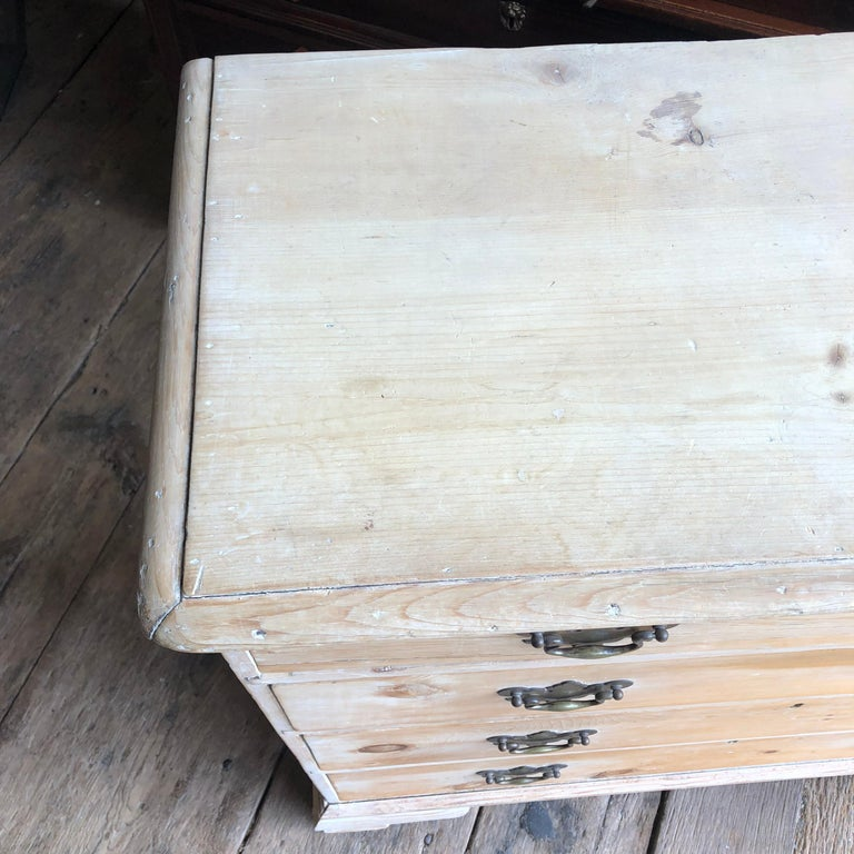 English 18th Century Bleached Pine Chest of Drawers For Sale 8