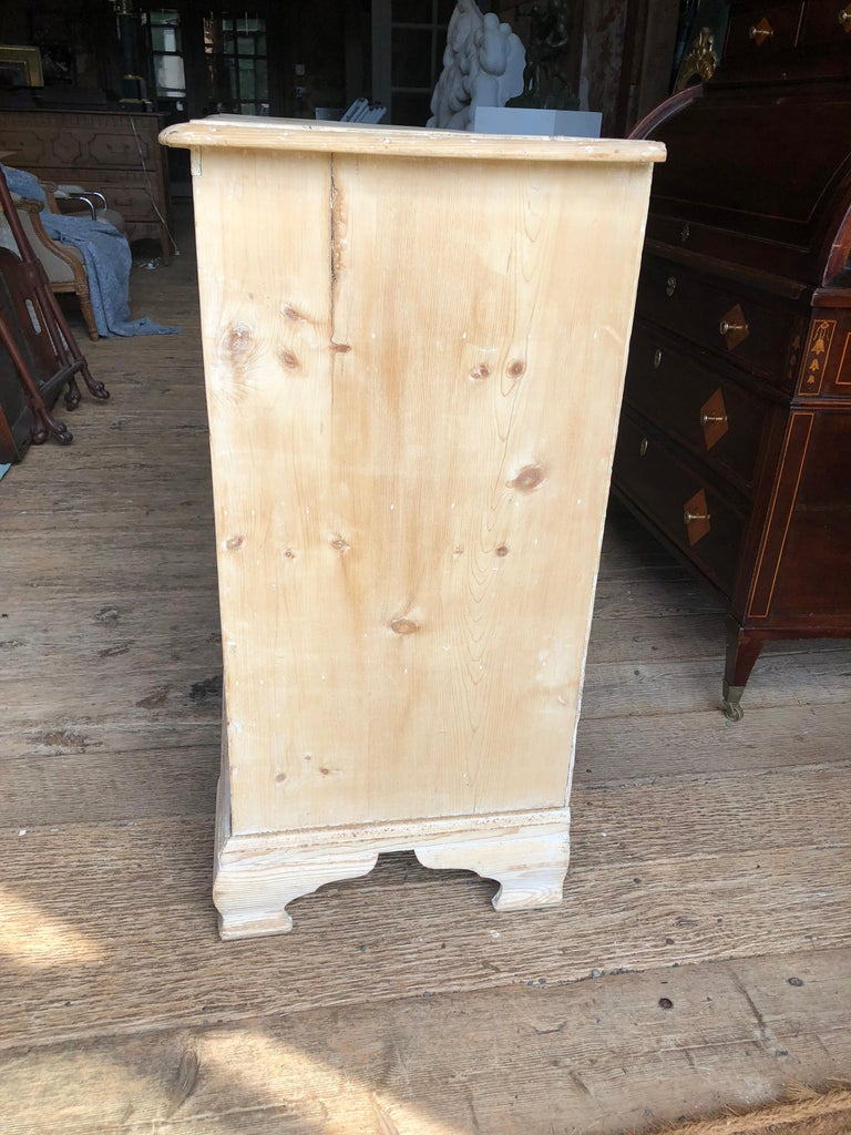 English 18th Century Bleached Pine Chest of Drawers For Sale 13