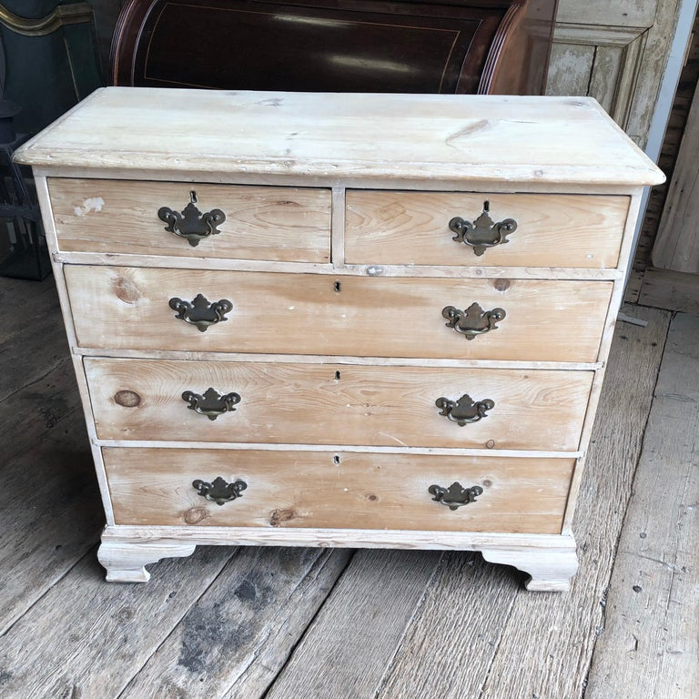 English 18th Century Bleached Pine Chest of Drawers In Good Condition For Sale In Doylestown, PA