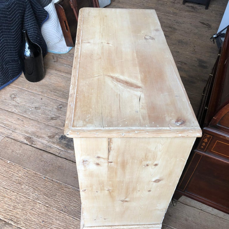English 18th Century Bleached Pine Chest of Drawers For Sale 2