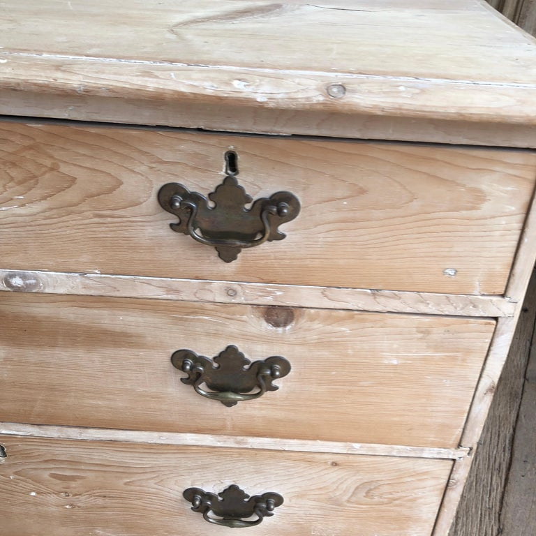 English 18th Century Bleached Pine Chest of Drawers For Sale 3