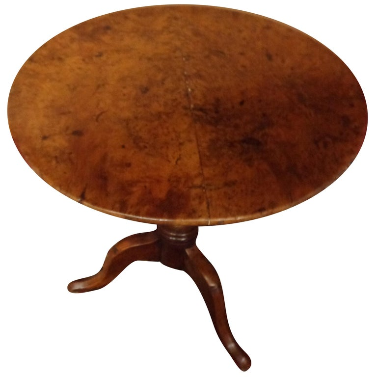 English 18th Century Burled Yew Wood Tripod Pedestal Table, circa 1780 For Sale
