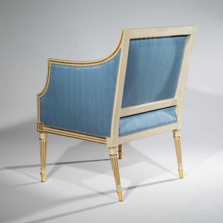 18th Century Neoclassical Pair of Cream Painted and Gilt Armchairs For Sale 1