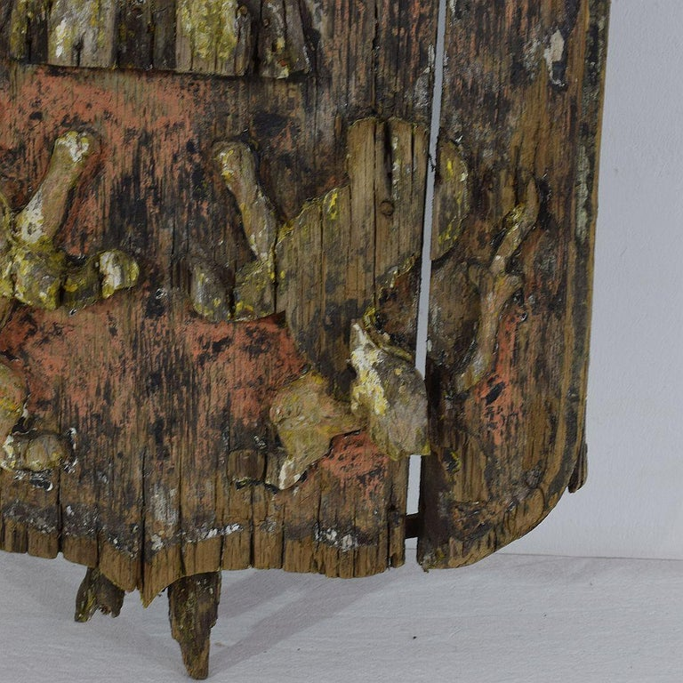 English 18th Century Primitive Oak Coat of Arms with Lions For Sale 1