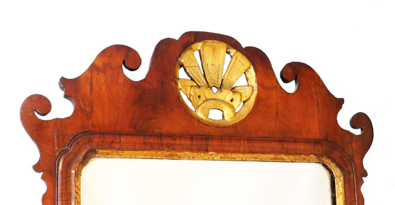 English 18th Century Walnut and Gilt Georgian Antique Wall Mirror In Good Condition For Sale In Bedfordshire, GB