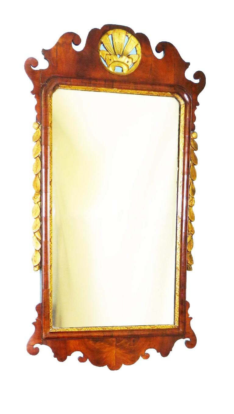 English 18th Century Walnut and Gilt Georgian Antique Wall Mirror For Sale 3
