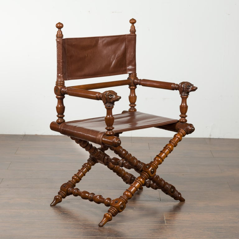 English 1900s Walnut Chair with Carved Dog Heads, Leather Seat and Turned Base In Good Condition For Sale In Atlanta, GA