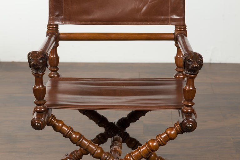 English 1900s Walnut Chair with Carved Dog Heads, Leather Seat and Turned Base For Sale 3