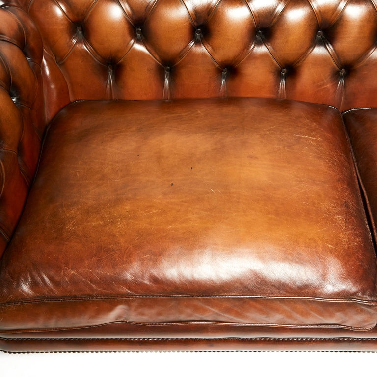 English 19th Century Style Chesterfield Sofa In Excellent Condition For Sale In London, GB