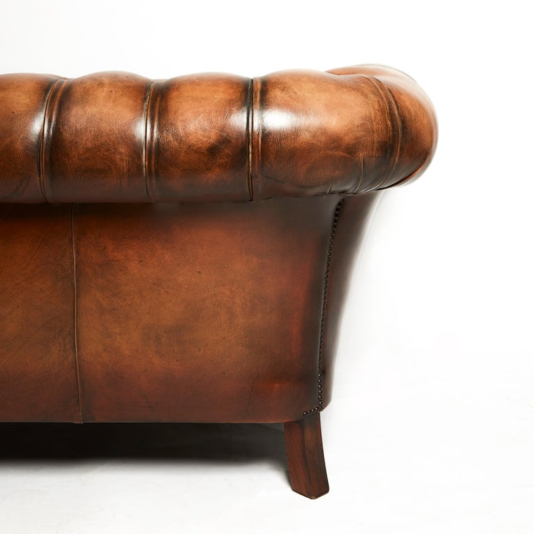 English 19th Century Style Chesterfield Sofa For Sale 1