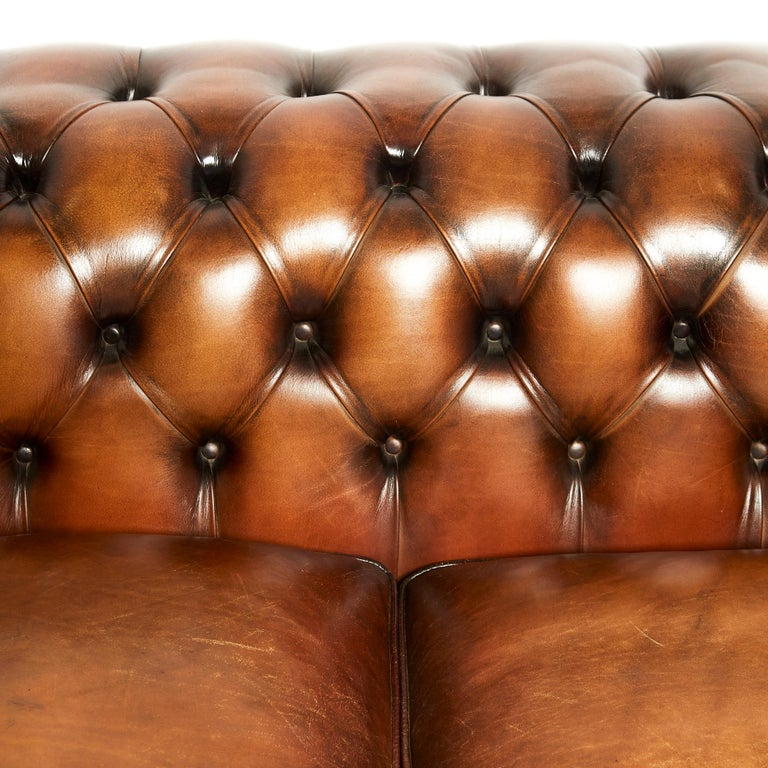 English 19th Century Style Chesterfield Sofa For Sale 3
