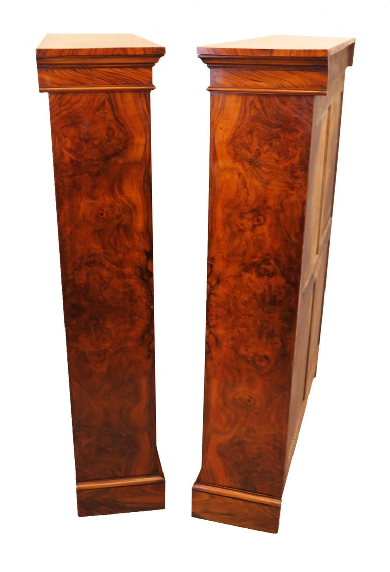 Victorian English 19th Century Pair of Burr Walnut Open Bookcases For Sale