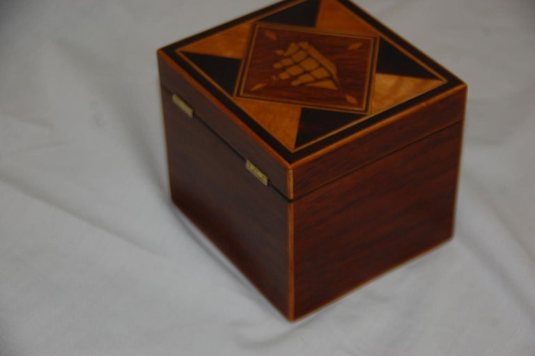 English 19th Century Partridgewood Tea Caddy with Sailing Ship Inlay In Good Condition For Sale In Wells, ME