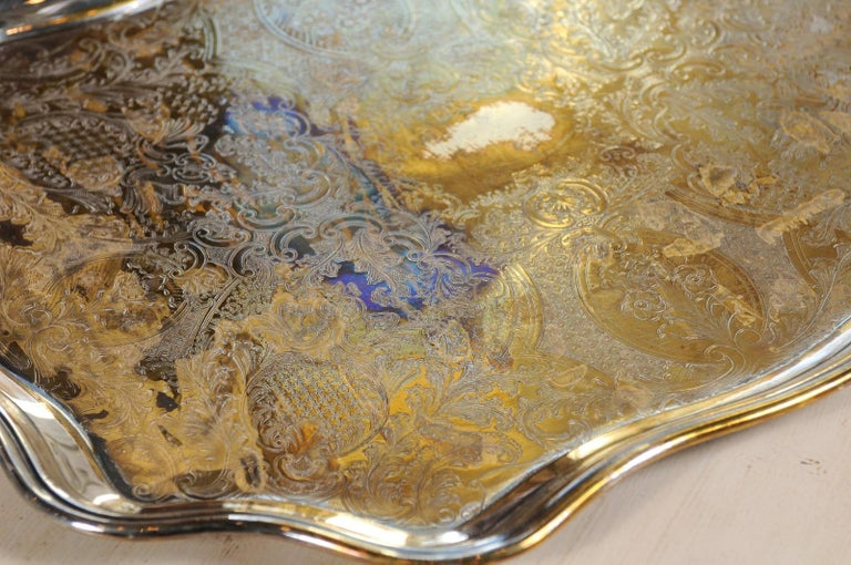 English 19th Century Silver Plate Tray with Chased Décor and Lateral Handles For Sale 8