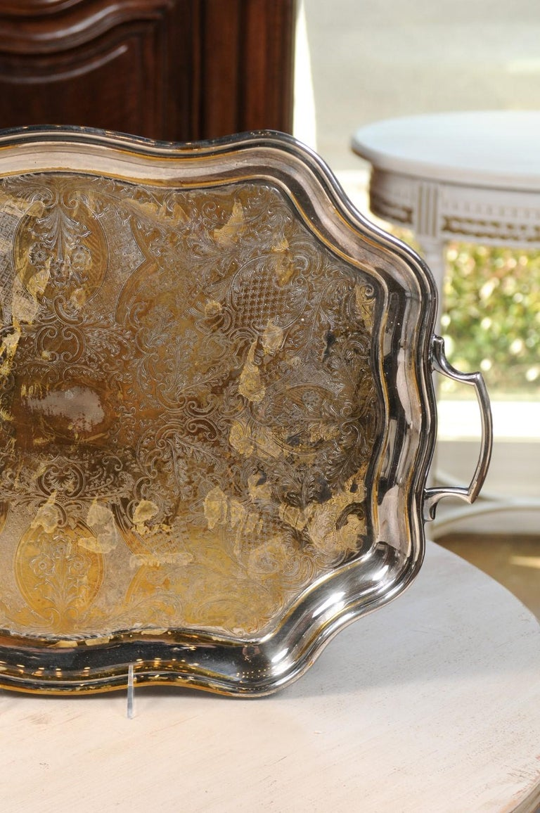 English 19th Century Silver Plate Tray with Chased Décor and Lateral Handles For Sale 2
