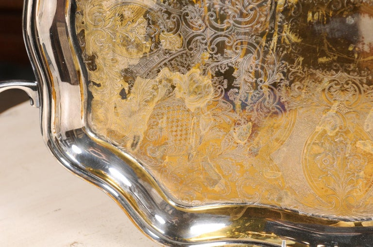 English 19th Century Silver Plate Tray with Chased Décor and Lateral Handles For Sale 4