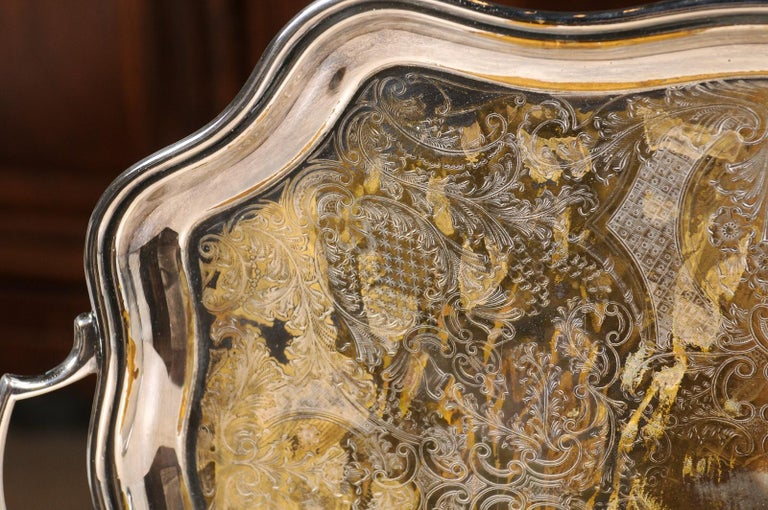 English 19th Century Silver Plate Tray with Chased Décor and Lateral Handles For Sale 5