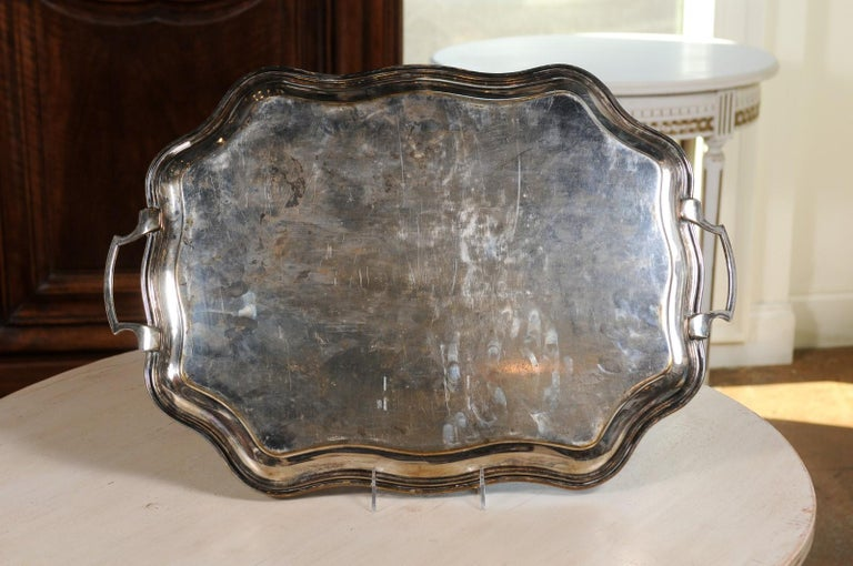 English 19th Century Silver Plate Tray with Chased Décor and Lateral Handles For Sale 6