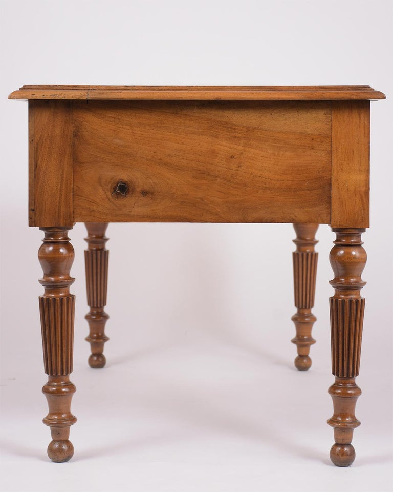 English 19th Century Walnut Desk For Sale 4