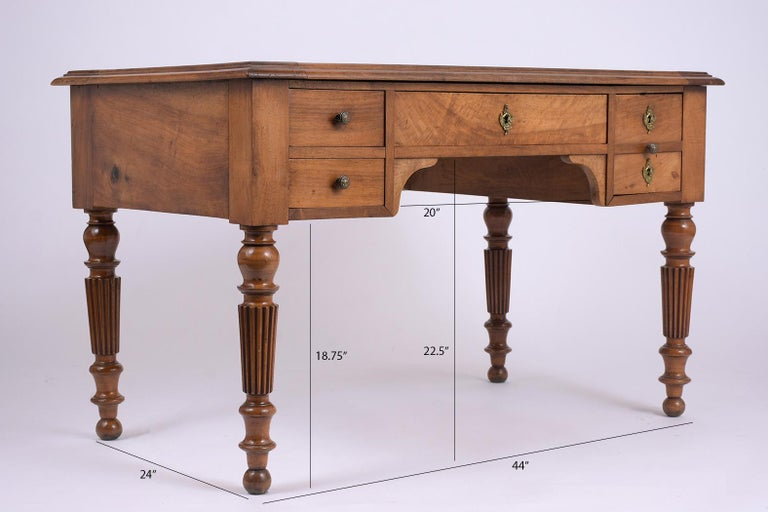 English 19th Century Walnut Desk In Good Condition For Sale In Los Angeles, CA