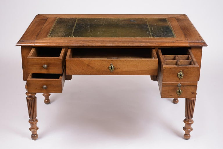 English 19th Century Walnut Desk For Sale 2