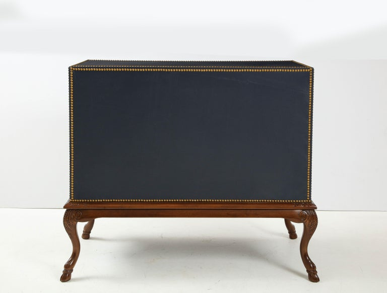 English 3 Drawer Leather Chest on Carved Walnut Stand In Excellent Condition For Sale In New York, NY