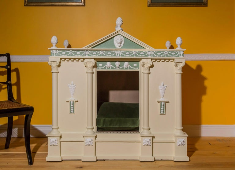 Antique Neoclassical Cream Painted Dog Bed or Dog House In Good Condition For Sale In London, GB