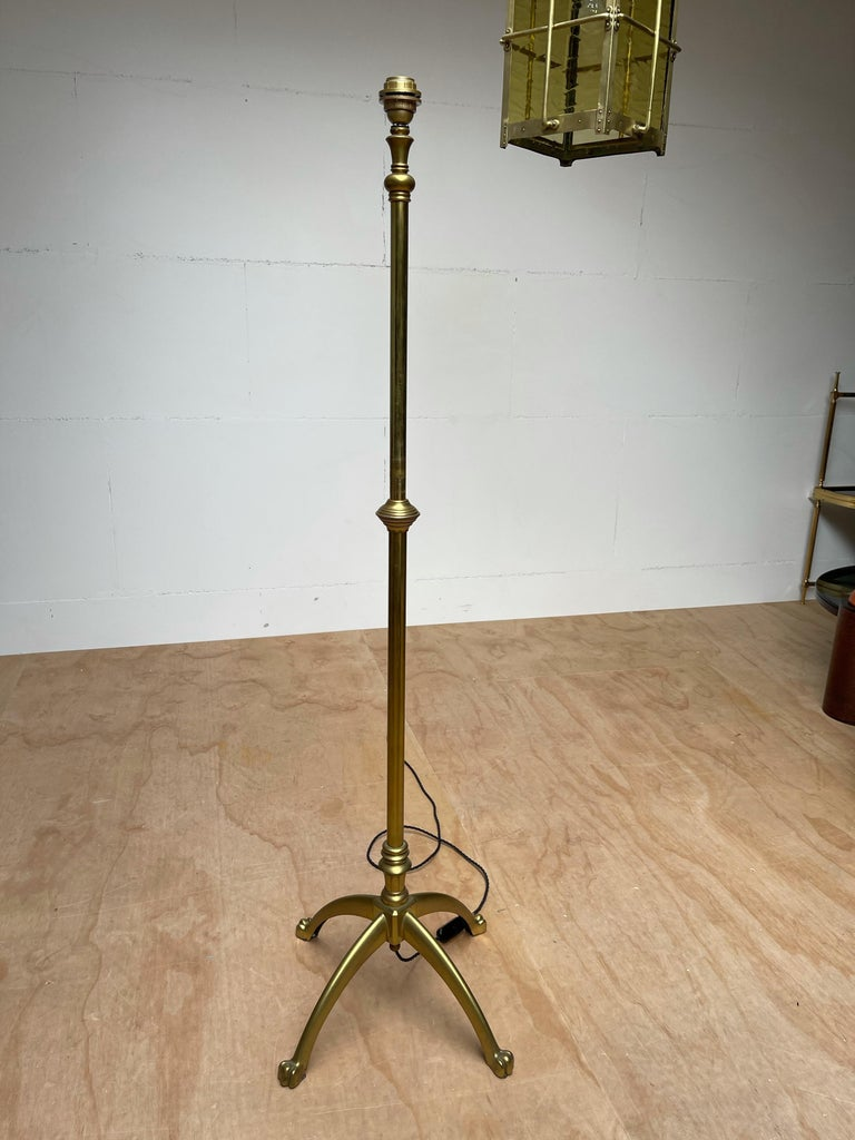 W.A.S. Benson, Antique and Stylish Arts & Crafts Floor Lamp in Bronze circa 1880 For Sale 8