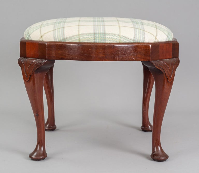 English Antique Victorian Mahogany Stool In Good Condition For Sale In Sheffield, MA