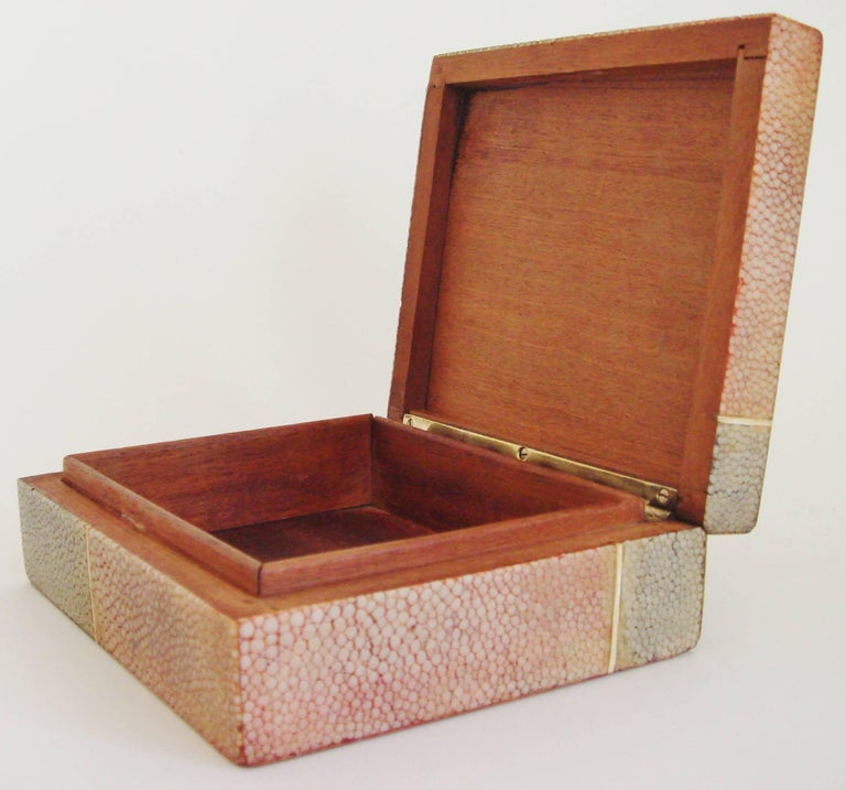 English Art Deco Geometric Two-Tone Shagreen with Bone Cigarette or Trinket Box In Good Condition For Sale In Port Hope, ON