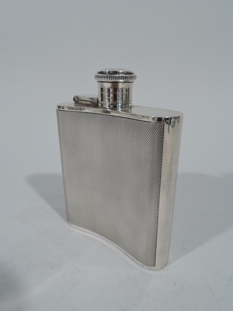 English Art Deco Modern Sterling Silver Mini Hip Flask In Excellent Condition For Sale In New York, NY