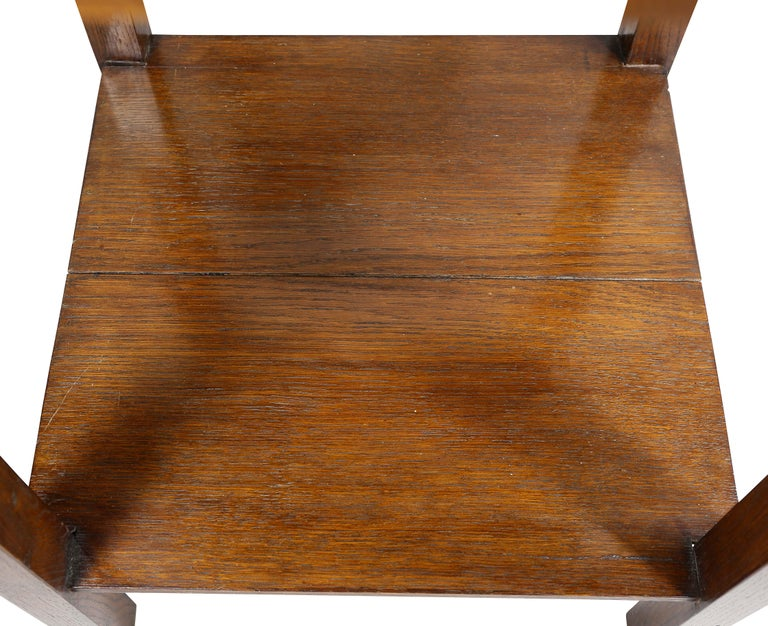 English Arts and Crafts Oak End Table In Good Condition For Sale In Essex, MA