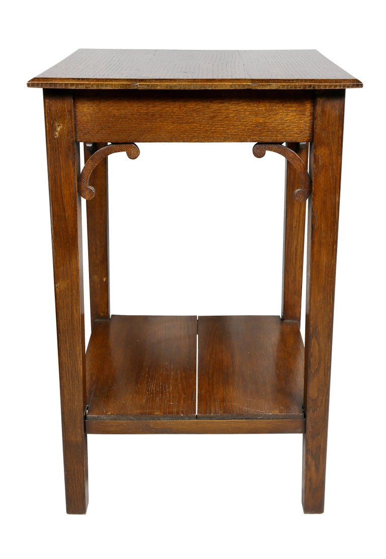 English Arts and Crafts Oak End Table For Sale 3