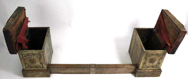 English Bench Fender In Good Condition For Sale In New York, NY