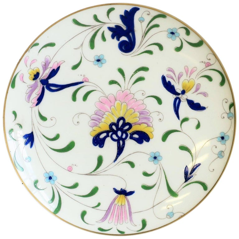 English Blue and White Porcelain Round Jewelry or Trinket Box For Sale