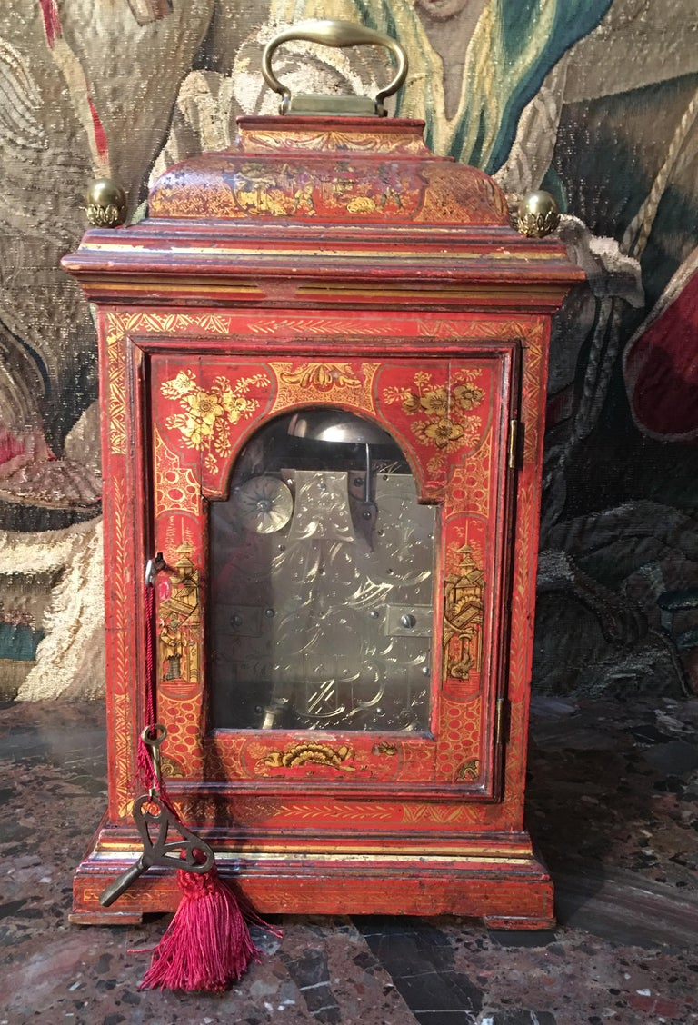 English Bracket in Red Lacquer with Chinoiseries and Bronze late 18th Century In Excellent Condition For Sale In Saint-Ouen, FR