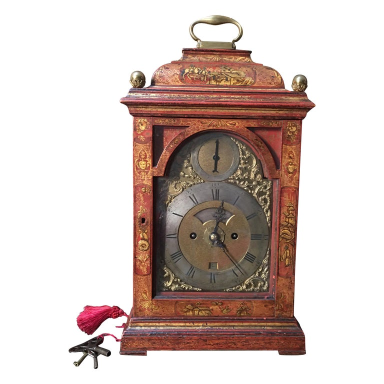 English Bracket in Red Lacquer with Chinoiseries and Bronze late 18th Century For Sale