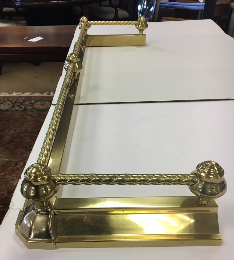 English Brass Fireplace Fender In Good Condition For Sale In West Hartford, CT
