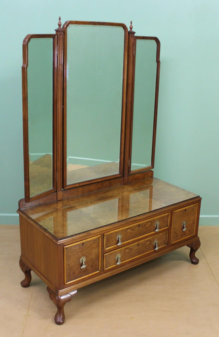 English Burr Walnut Dressing Table by Waring and Gillow For Sale 5