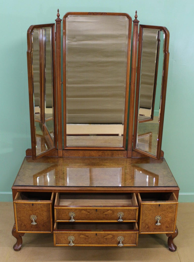 English Burr Walnut Dressing Table by Waring and Gillow For Sale 1